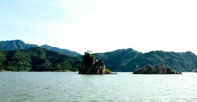Thung Nai Lake